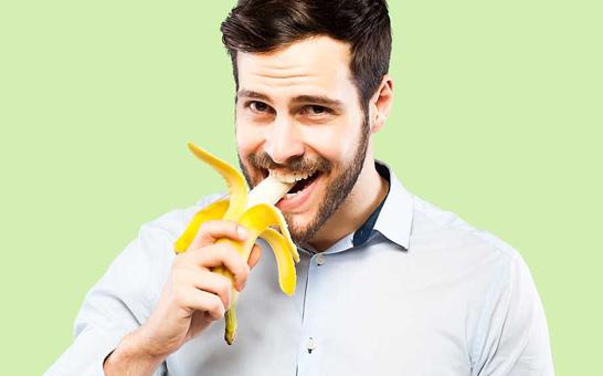 muzhchina-s-bananom